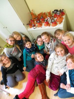 Foto zu Meldung: Zu Weihnachten mit den Eltern Elche basteln (Klasse 4a)