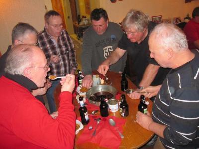 Foto zur Meldung: Alter Brauch gepflegt - bei der Oberneiser SPD wurde kräftig gelöffelt