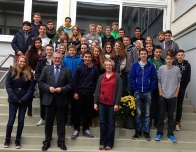 Foto zur Meldung: MdL Hans-Josef Bracht in der Puricelli-Realschule plus Rheinböllen