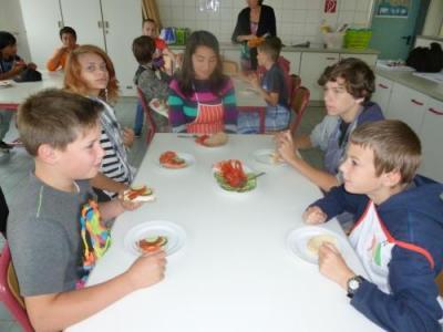 """Foto zur Meldung: """"SchmExperten"""" an der Puricelli Realschuleplus Rheinböllen - Projekt zur Förderung bewusster Ernährung in der 6. Klasse -"""