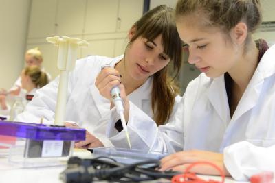"""Foto zur Meldung: Hochschulperle des Jahres 2014: Jetzt abstimmen für """"Science on Tour""""!"""