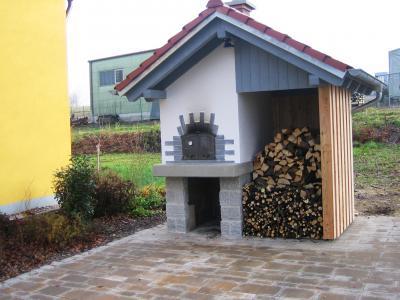 Foto zur Meldung: Dorfgemeinschaft Lochau – Schmuckstück Backofen am Dorfhaus fertig