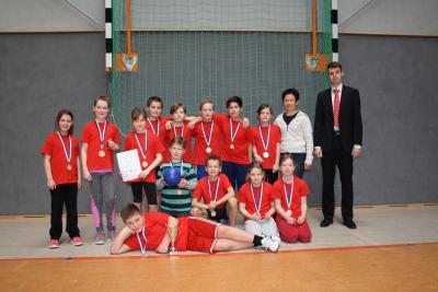 Foto zur Meldung: Kreisfinale Jugend trainiert Zweifelderball in Schipkau