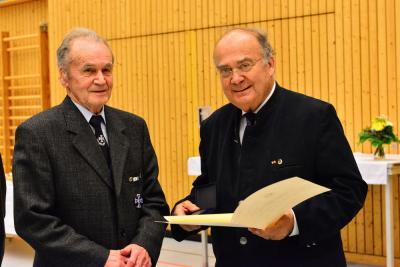 Foto zur Meldung: KSK Fuhrmannsreuth; Herr Alois Praller wurde vom Volksbund Deutsche Kriegsgräberfürsorge geehrt