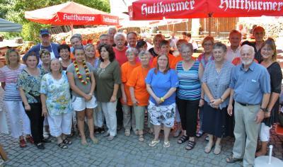 Foto zur Meldung: Über 500 beim Tafelfest – Ursula Schwarz spendete 300 Euro