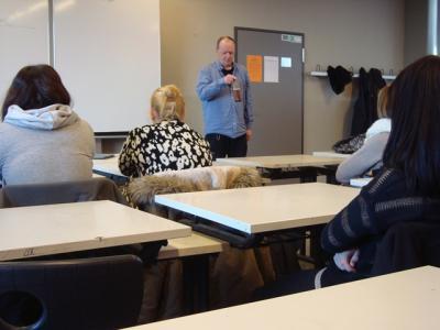 """Foto zur Meldung: """"Flasche leer"""" – Alkoholismus als Theaterstück im Klassenzimmer"""
