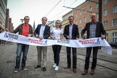 Foto zur Meldung: Präsentation des Rostocker Citylaufes – SC Laage in der 1.Reihe
