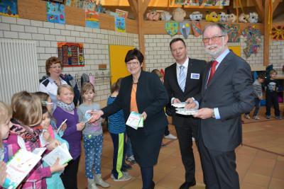 """Foto zu Meldung: """"Lesen lernen – Leben lernen"""" -  Rotarier unterstützen Projekt zur Förderung von Grundschulklassen"""