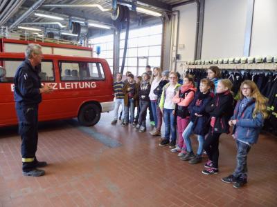 Foto zu Meldung: Klasse 5b besucht die Feuerwache Rathenow