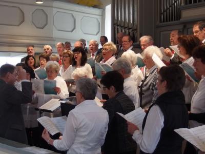 Foto zur Meldung: MGV und Frauenchor sangen zur Goldenen Konfirmation