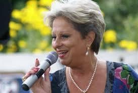 Foto zur Meldung: Dagmar Frederic steht als Taufpatin für die Wittstock-Rose zur Verfügung