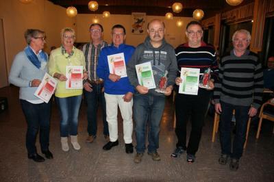 Ehrung langjähriger Mitglieder durch den Vorsitzenden der Wanderfreunde Wenings Rainer Peppel