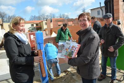 Foto zu Meldung: Grundstein für barrierefreie Wohnungen gelegt –  Pritzwalker WBG baut in der Innenstadt Wohnhaus mit Erdwärmeheizung