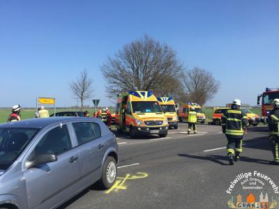 Foto zur Meldung: Verkehrsunfall mit 5 verletzten Personen