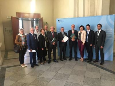 """Foto zur Meldung: """"Nein"""" zu SuedLink - Postitionspapier an Bundeswirtschaftsministerium übergeben"""