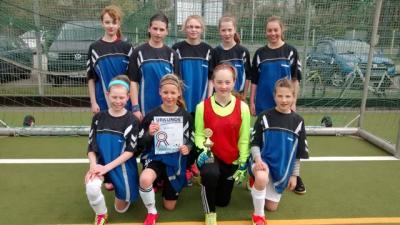 Foto zur Meldung: Auch Mädchen können Fußball spielen