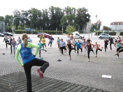 Foto zu Meldung: Fit vorm Schloss: Sportangebot ab 3. Mai