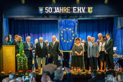 Foto zur Meldung: Nauheim erhält die Europafahne