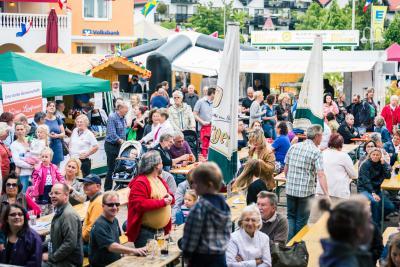 Foto zur Meldung: Nauheim feiert Europafest  anlässlich der Verleihung der Europafahne