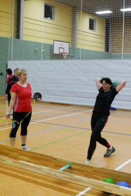 Foto zur Meldung: Athletikmehrkampf Senioren/M/F & Jgd während der Übungsstunde
