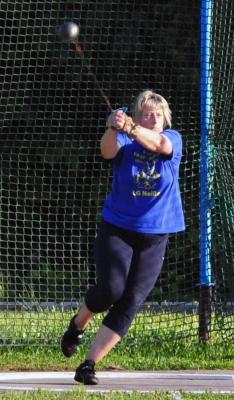 Neuer Name, neue Altersklasse, neuer Rekord- Anke Zesewitz (Kalbaß) beim Hammerwurf der W45