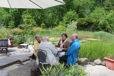 "Foto zur Meldung: Sonntagscafé ""An der grünen Oase"" lädt ein / Rosenfreunde bieten Pflanzenbörse"
