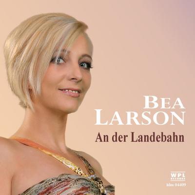 Foto zur Meldung: Bea Larson - An Der Landebahn