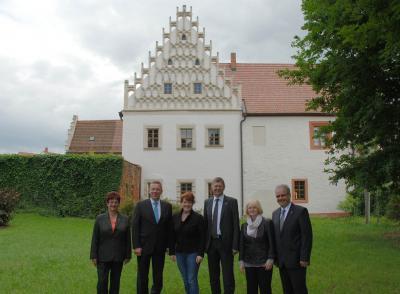 Foto zur Meldung: Landrätetreffen im Reformationsmuseum Mühlberg