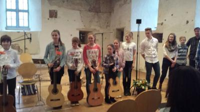 Foto zu Meldung: Dreifach-Glückwünsche zum Gitarrenkonzert