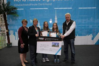 """Die """"Deep Blue Sea(ls)""""  erreichten beim Deutschlandfinale der WRO mit ihrem """"ManganCrawler"""" Platz 1 in der """"Open Category""""."""