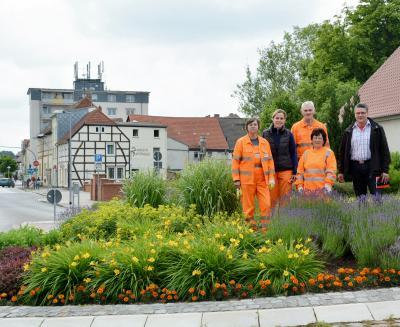 Foto zu Meldung: Fleißarbeit für unsere Stadt  - öffentliche Plätze und Anlagen werden vorbildlich gepflegt