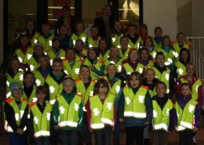 Foto zur Meldung: Sicherheitswesten für die  Kinder der 1. Klassen