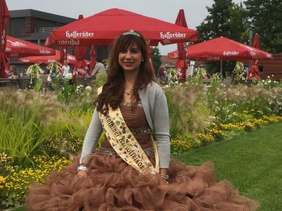 Foto zur Meldung: Genthiner Kartoffelkönigin wirbt auf der BUGA in Brandenburg für das 22. Kartoffelfest