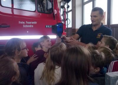 Foto zur Meldung: Besuch der Feuerwehr Schondra