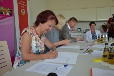 Foto zur Meldung: Stadt, Landkreis und Universität erneuern ihre Partnerschaft für Wissens- und Technologietransfer