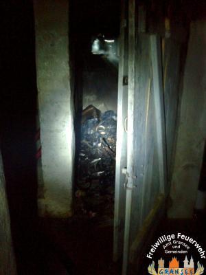 Foto zu Meldung: Kellerbrand und Garagenbrand in Gransee, Templiner Straße - zwei Einsatzstellen gleichzeitig