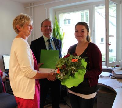 Bild der Meldung: Herzlichen Glückwunsch und willkommen im Team der Verwaltung Hoppegarten