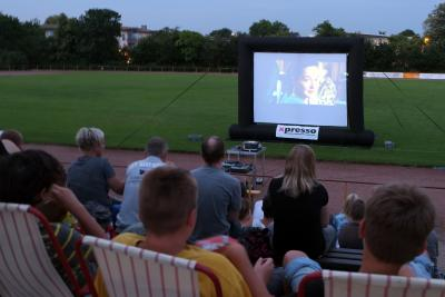 Foto zur Meldung: Das neue Pop-Up-Kino begeistertete das Publikum in Nauheim