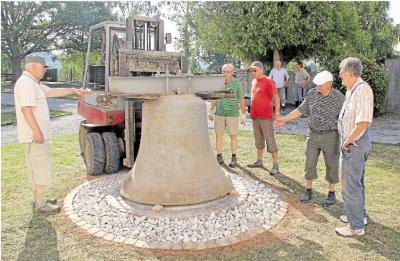 Foto zur Meldung: Alte Glocke hat jetzt ihren Ehrenplatz