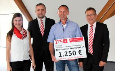 Foto zur Meldung: Großzügige Spende für TV von der Sparkasse Niederbayern-Mitte