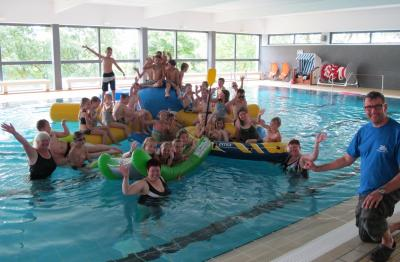 Foto zur Meldung: Spaß und Spiel im Gederner Hallenbad Ferienspiele des Vereins Hallenbad Gedern e.V. ein voller Erfolg