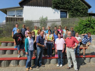 Foto zur Meldung: Bücherspende der Firma SCHERDEL an die Krea(k)tive Grundschule Röslau
