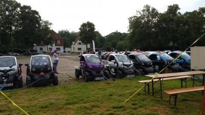 Eintreffen der Twizy auf Parklatz Steinanger Rinteln