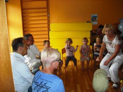 Foto zur Meldung: Politiker auf Sommertour - AWO-Kita Hüttenzwerge in Zechlinerhütte