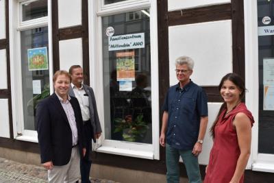 """Foto zur Meldung: Politiker auf Sommertour - Familienzentrum """"Mittendrin"""" in Wusterhausen"""