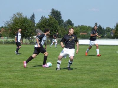Foto zur Meldung: Fussball-Herren gewinnen 4:2 in Dollbergen