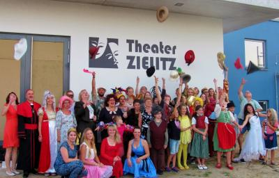 Foto zur Meldung: Spielzeiteröffnung vor neuem Theater Zielitz