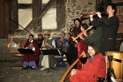 Vorschaubild zur Meldung: 25 Jahre Förderkreis Konradsburg e.V. - der Verein feiert sein Jubiläum mit mittelaterlichen Klängen auf historischen Boden der Konradsburg