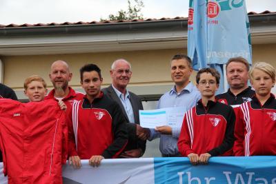 Foto zur Meldung: Sponsoren / OEWA unterstützt Nachwuscharbeit des PFC mit 1.000,00 Euro