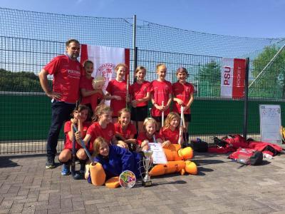 Foto zur Meldung: Hockey: Mädchen C holen Meistertitel